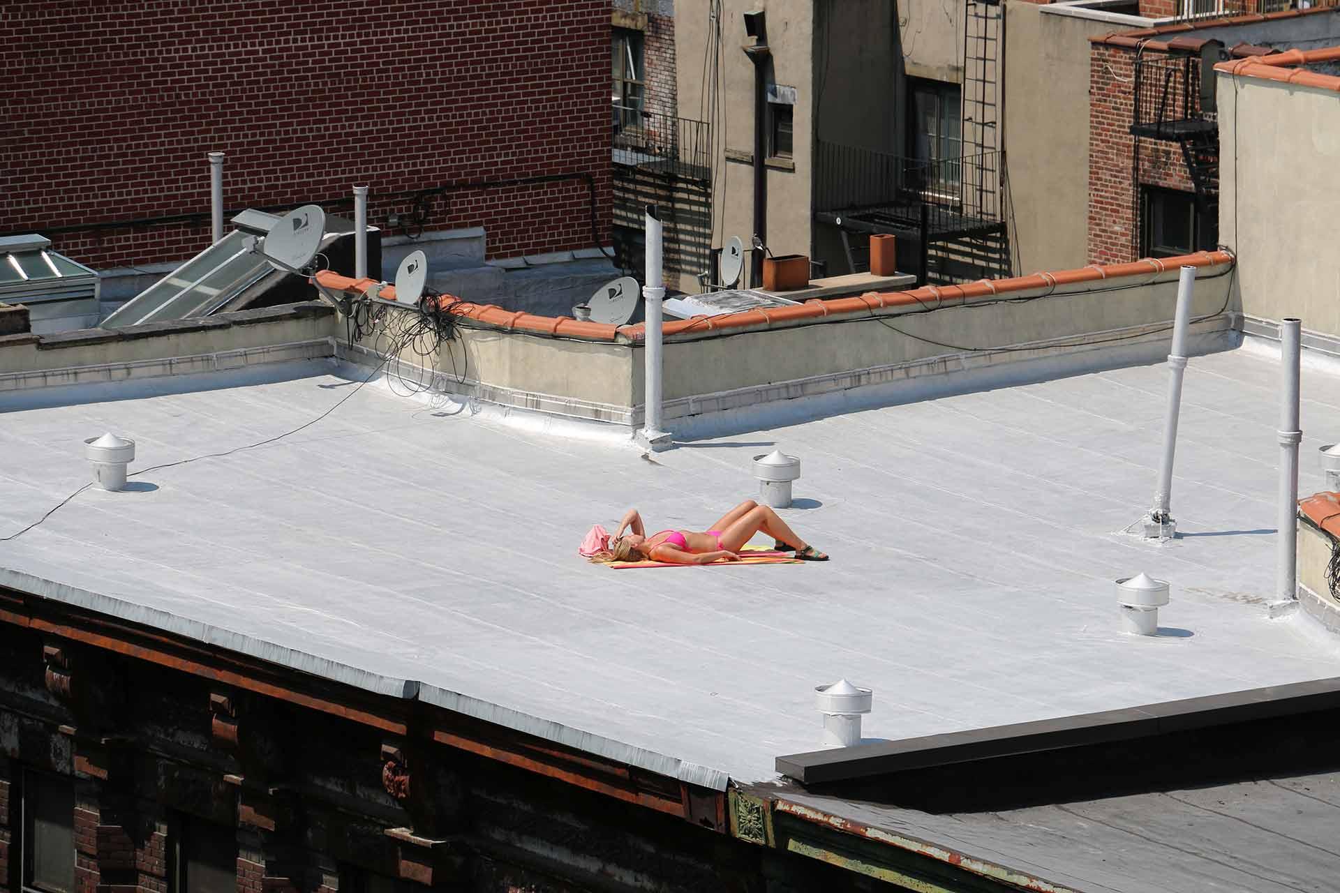 Jeffrey-Wiener_Girl-on-a-Roof